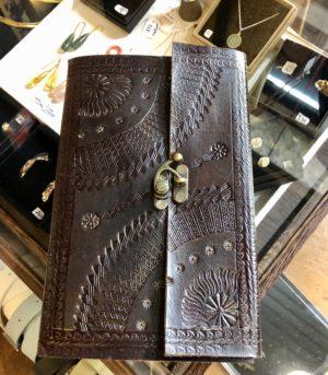 Carnet cuir loquet metallique